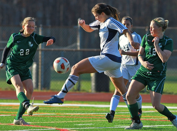 Randolph&#039;s Taylor Lusardi,center, muscles through the Kinnelon defense.